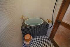 バスルームはタイル張りです。(2016-03-04,共用部,BATH,1F)