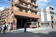 京王線・千歳烏山駅近くのバス停留所の様子。(2012-03-14,共用部,ENVIRONMENT,1F)