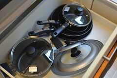 鍋類も揃っています。(2013-10-29,共用部,KITCHEN,1F)
