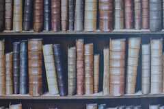 奥行きを感じる本棚(壁紙)。(2013-10-29,共用部,OTHER,3F)