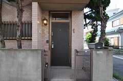 シェアハウスの正面玄関。(2013-07-02,周辺環境,ENTRANCE,1F)