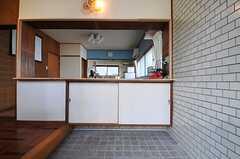 正面玄関から見た内部の様子。裏手がリビングです。(2013-07-02,周辺環境,ENTRANCE,1F)