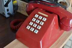 レトロな赤電話。(2013-07-02,周辺環境,ENTRANCE,1F)