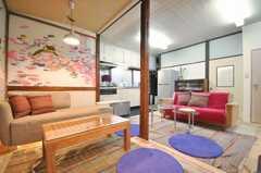 シェアハウスのラウンジの様子。物件のコンセプトはインスピレーションとの事。(2009-12-28,共用部,LIVINGROOM,1F)