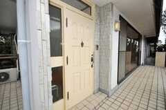 シェアハウスの正面玄関。(2009-10-12,周辺環境,ENTRANCE,2F)