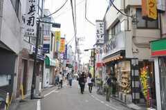 小田急小田原線経堂駅からシェアハウスへ向かう道の様子。(2009-10-12,共用部,ENVIRONMENT,1F)