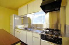 キッチンの様子。(2012-10-22,共用部,KITCHEN,1F)