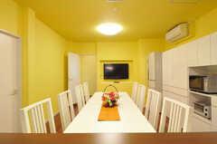 キッチンから見たリビングの様子。(2012-10-22,共用部,LIVINGROOM,1F)