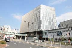 各線・二子玉川駅の様子。たくさんのテナントが入ったビルの中に駅があります。(2012-10-22,共用部,ENVIRONMENT,1F)