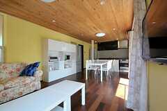 奥にキッチンがあります。(2011-09-15,共用部,LIVINGROOM,1F)