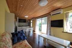 ソファの対面にはTVが設置されています。(2011-09-15,共用部,LIVINGROOM,1F)