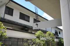 窓の外は物干しができるようになっています。(104号室)(2011-09-15,専有部,ROOM,1F)