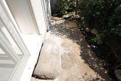踏み石の様子。(105号室)(2011-09-15,専有部,ROOM,1F)
