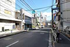 シェアハウスから東急田園都市線・駒沢大学駅へ向かう道の様子。(2011-09-15,共用部,ENVIRONMENT,1F)