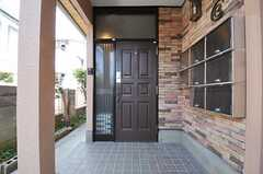 シェアハウスの正面玄関。(2013-04-09,周辺環境,ENTRANCE,1F)