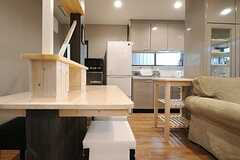 ダイニングの様子2。奥がキッチンです。(2013-04-09,共用部,LIVINGROOM,1F)