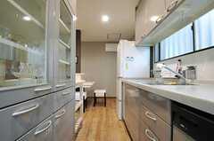 反対側から見たキッチンの様子。(2013-04-09,共用部,KITCHEN,1F)