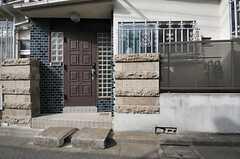シェアハウスの正面玄関。(2014-02-07,周辺環境,ENTRANCE,1F)