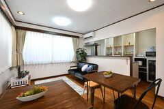 リビングの様子2。キッチンが併設されています。(2020-08-21,共用部,LIVINGROOM,1F)