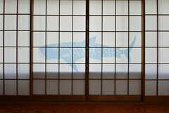 障子に泳ぐジンベイザメ。(202号室)(2020-08-21,専有部,ROOM,2F)