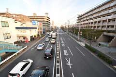 シェアハウスは環八通り沿いに建っています。(2016-12-08,共用部,ENVIRONMENT,1F)