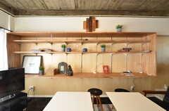 飾り棚の様子。高さが調整できます。(2016-01-26,共用部,LIVINGROOM,3F)