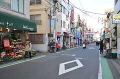 駅へ向かう道は商店街です。(2016-01-26,共用部,ENVIRONMENT,1F)