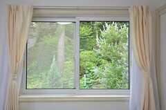 窓いっぱいの緑。(301号室)(2015-07-02,専有部,ROOM,3F)