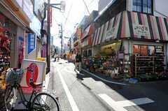 小田急線・豪徳寺駅からシェアハウスへ向かう道の様子。(2011-01-25,共用部,ENVIRONMENT,1F)