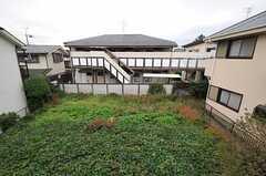 ベランダから見えるのは隣地の畑。(201号室)(2011-11-18,専有部,ROOM,2F)