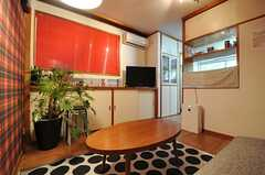 リビングの様子4。奥にキッチンがあります。(2013-09-09,共用部,LIVINGROOM,1F)