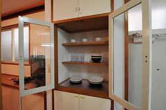 キッチンの食器棚の様子。(2011-02-18,共用部,KITCHEN,1F)