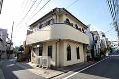 シェアハウスの外観。2階がシェアハウスです。(2012-01-18,共用部,OUTLOOK,1F)