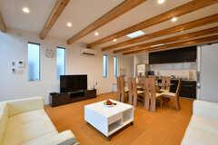 天井にはアクセントの木材が。(2015-03-24,共用部,LIVINGROOM,2F)