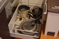 棚には洗剤などを収納できます。(2015-03-24,共用部,OTHER,2F)