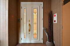シェアハウスの玄関ドア。(2018-01-16,周辺環境,ENTRANCE,2F)