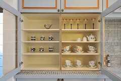 食器棚の様子。棚も全体が塗装され、可愛らしく仕上がっています。(2011-09-08,共用部,KITCHEN,1F)