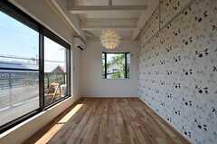 専有部の様子。壁紙は部屋ごとに異なります。(205号室)(2011-09-08,専有部,ROOM,2F)