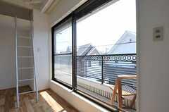 ベランダは204号室と繋がっています。(205号室)(2011-09-08,専有部,ROOM,2F)