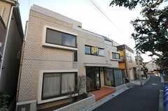 マンションの外観。1フロアがシェアハウスです。(2012-01-06,共用部,OUTLOOK,1F)