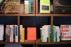 本棚の様子。(2013-11-07,共用部,LIVINGROOM,1F)