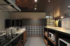 部屋ごとに分けられた食材などを置けるスペース。(2013-10-04,共用部,KITCHEN,1F)