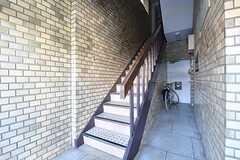 階段を上がった先3Fがシェアハウスです。(2016-11-22,共用部,OTHER,1F)