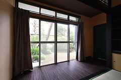 広縁の掃き出し窓からは庭に出られます。(2016-05-25,共用部,LIVINGROOM,1F)