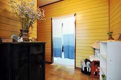 正面玄関から見た内部の様子。暖簾の先はオーナーさんの生活空間です。(2010-09-24,周辺環境,ENTRANCE,1F)