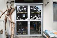 シェアハウスの正面玄関。(2012-09-03,周辺環境,ENTRANCE,1F)