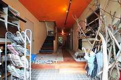 正面玄関から見た内部の様子。(2012-09-03,周辺環境,ENTRANCE,1F)