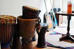 民族楽器は入居者さんの私物です。(2012-09-03,共用部,LIVINGROOM,1F)