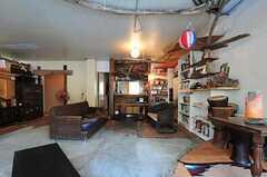 庭側から見たリビングの様子2。正面にキッチンがあります。(2012-09-03,共用部,LIVINGROOM,1F)