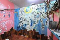 女性用トイレの様子。鮮やかなペインティングです。(2012-09-03,共用部,TOILET,1F)